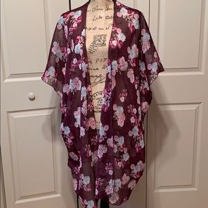 American Eagle kimono size M but can fit up to 2x